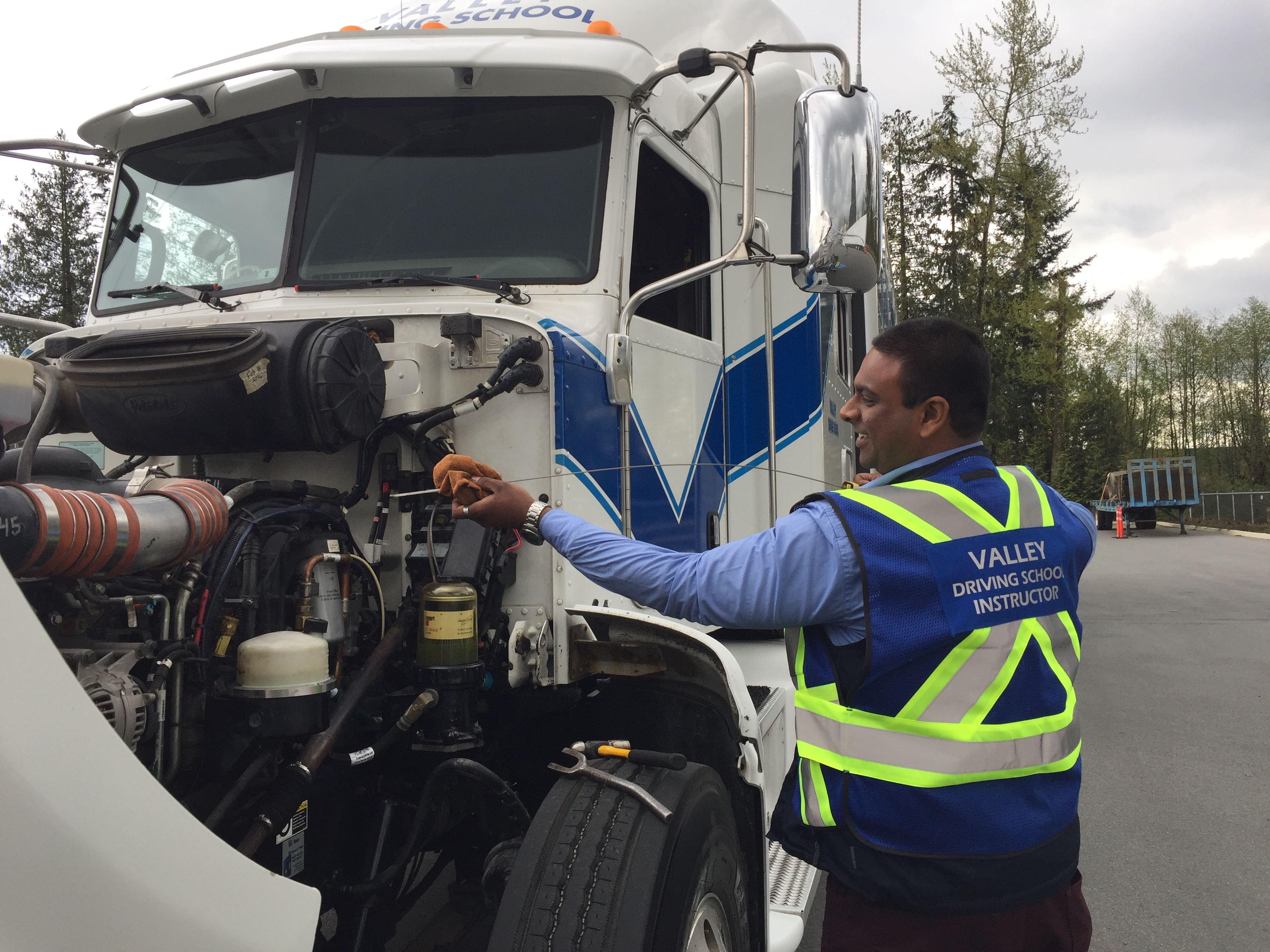 How You Can Reduce The Cost Of Truck Driving School