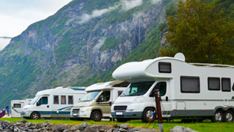 RVs by Mountains
